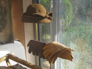 Die Handschuhe zum Hut