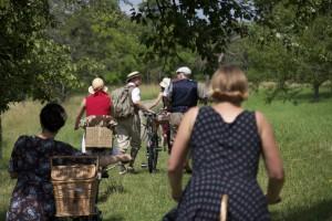 50 - Der Alburwald spuckt die Gruppe wieder aus, wie wir die Kirschkerne